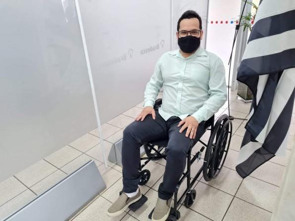 Bradesco já cumpre lei  de Juninho Braz que  obriga fornecer cadeira de rodas a idosos e deficientes