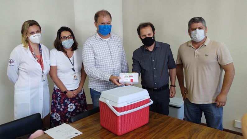 HC BOTUCATU recebe 1.500 doses da vacina de Oxford da Prefeitura Municipal