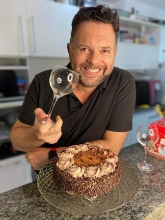 Bolo na taça: aprenda a fazer o bolo que virou sucesso nas redes sociais